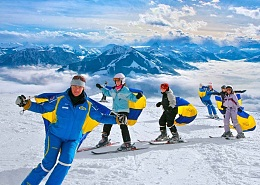 Children learn in a 4-day ski skiing