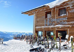 279 km of ski runs, over 90 modern lifts and more than 70 of Austria's loveliest ski huts and mountain restaurants